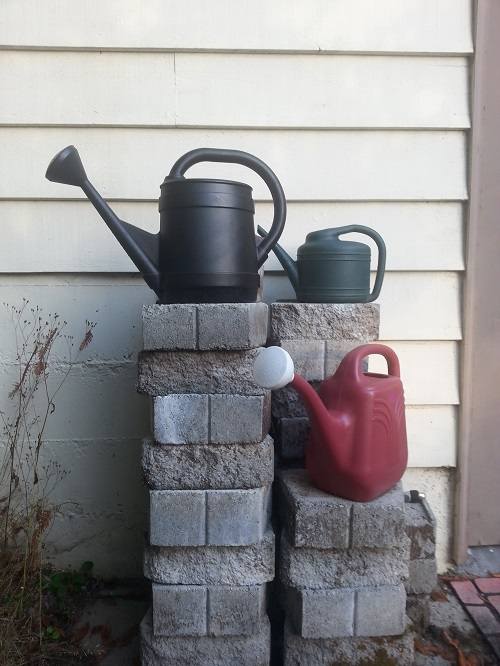 141004 watering cans2